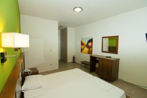 hotel-elina-karavostasi039