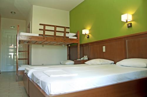 hotel-elina-karavostasi139