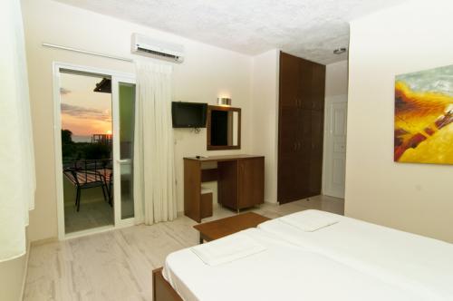 hotel-elina-karavostasi046